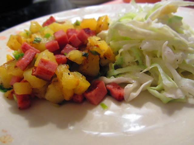 Kartoffel-Leberkäse-Pfanne mit Krautsalat