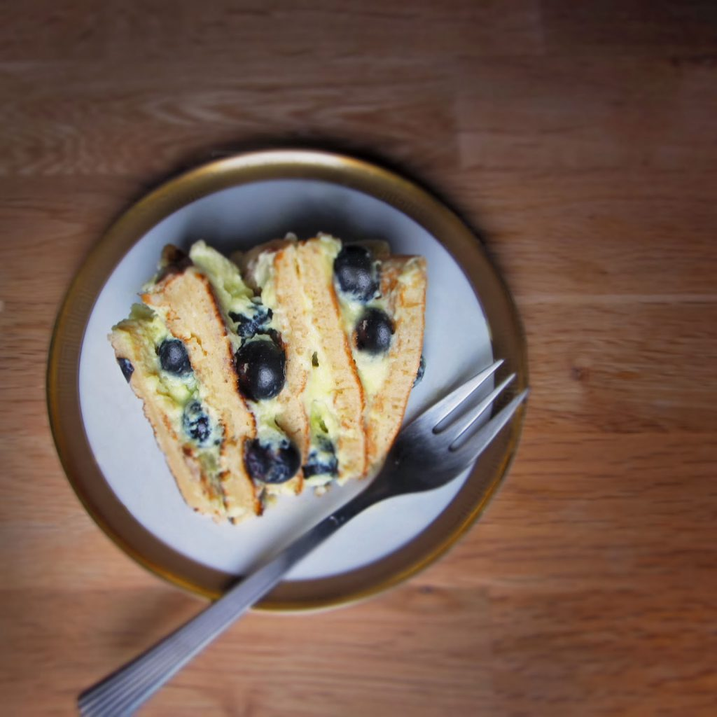 Pfannkuchentorte mit Zitronencreme und Blaubeeren