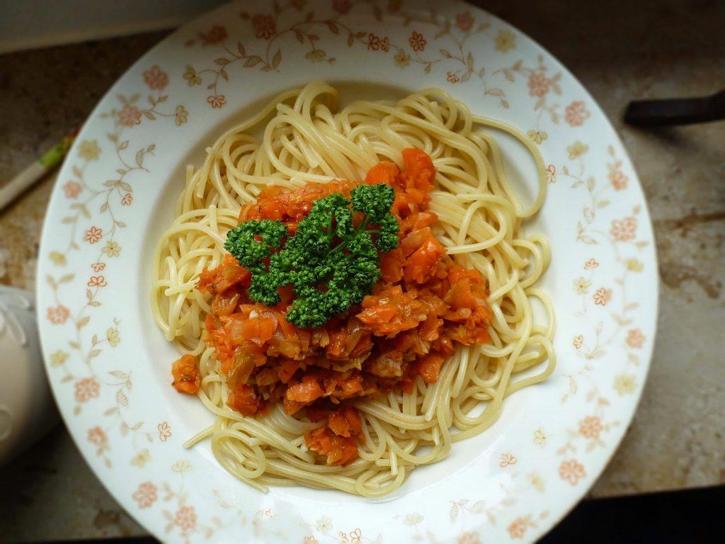Einfache Gemüsesoße mit Spaghetti