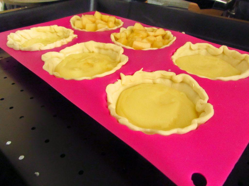 Schnelle Apfeltartelettes mit Vanillepudding