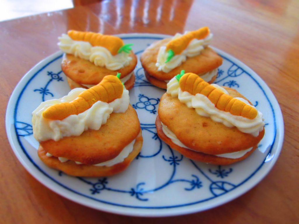 Schöne Ostertage - Karotten-Whoopies mit Frischkäsecreme