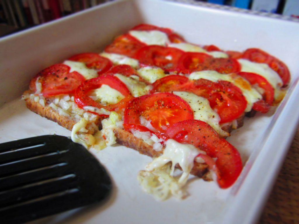 Schneller Brotauflauf mit Tomate Mozzarella