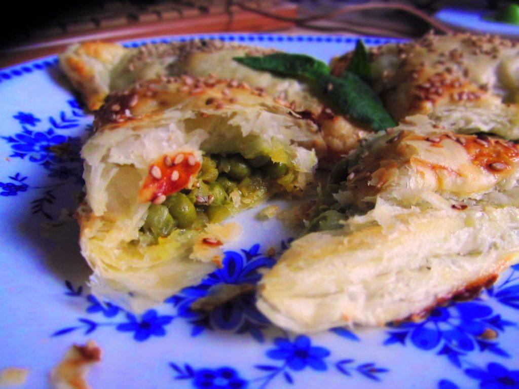Querbeet - Blätterteigtaschen mit pikanter Erbsenfüllung
