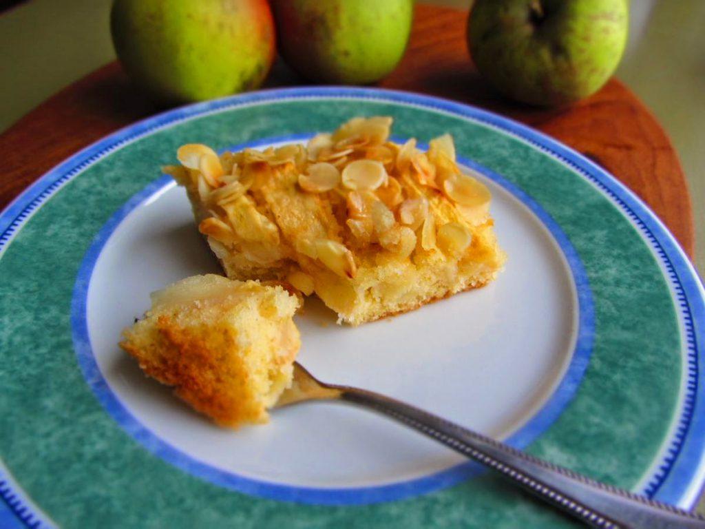 Einfacher Apfelkuchen vom Blech