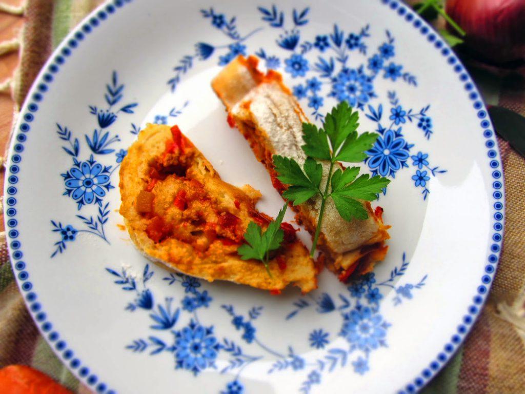 Kartoffelstrudel mit Paprika-Hackfleischfüllung