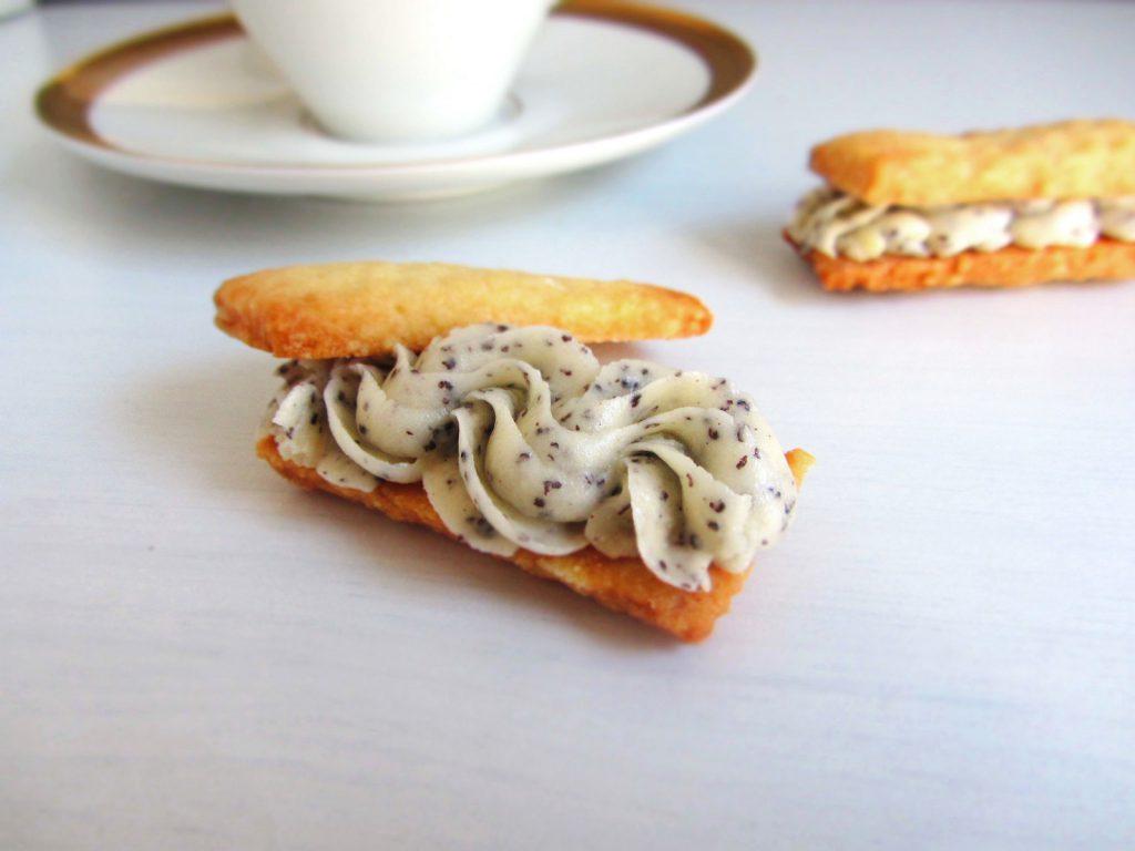Shortbread-Sandwiches mit Vanille-Mohnfüllung