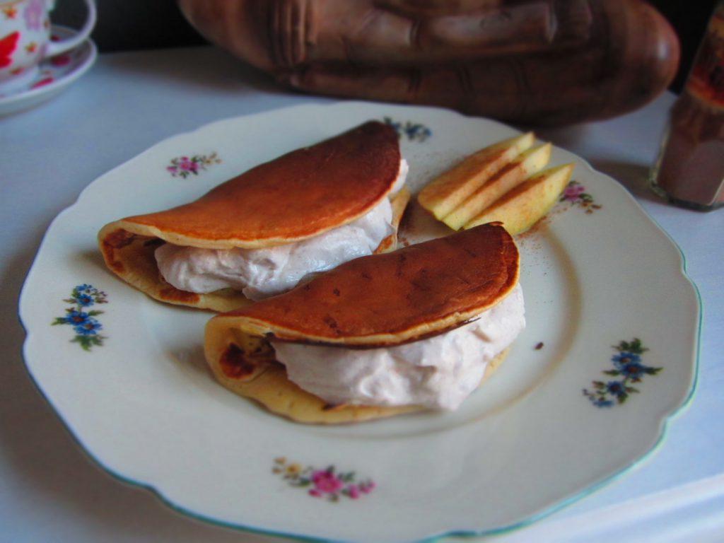 Apfelpfannkuchen mit Zimt-Quarkfüllung