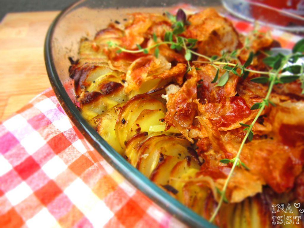 Knuspriger Kartoffelauflauf mit Thymian und Schinken