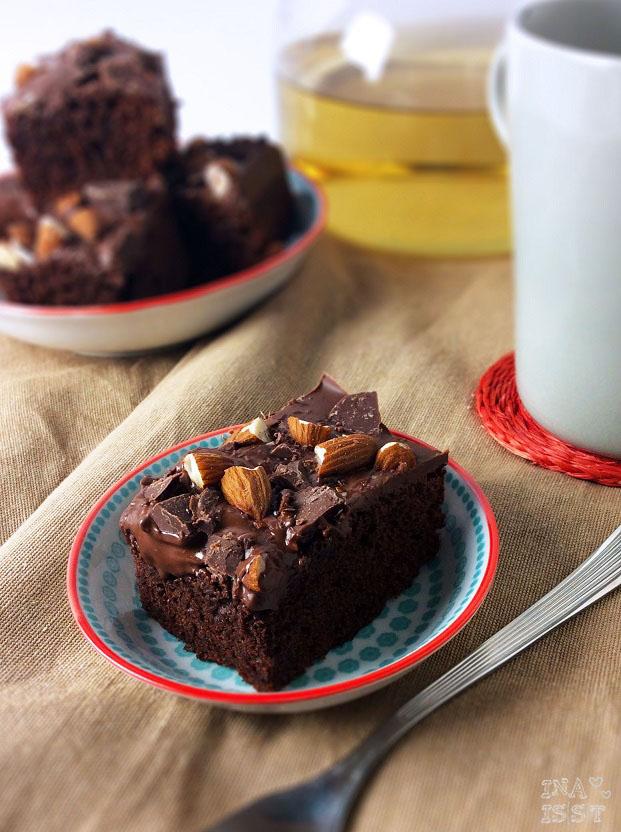 Schoko-Brownies mit Schokoladen-Nuss-Topping