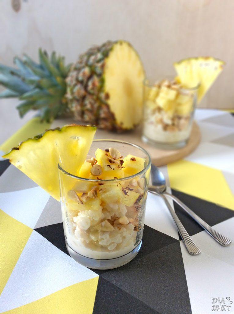 Veganer Mandelmilchreis mit Ananas