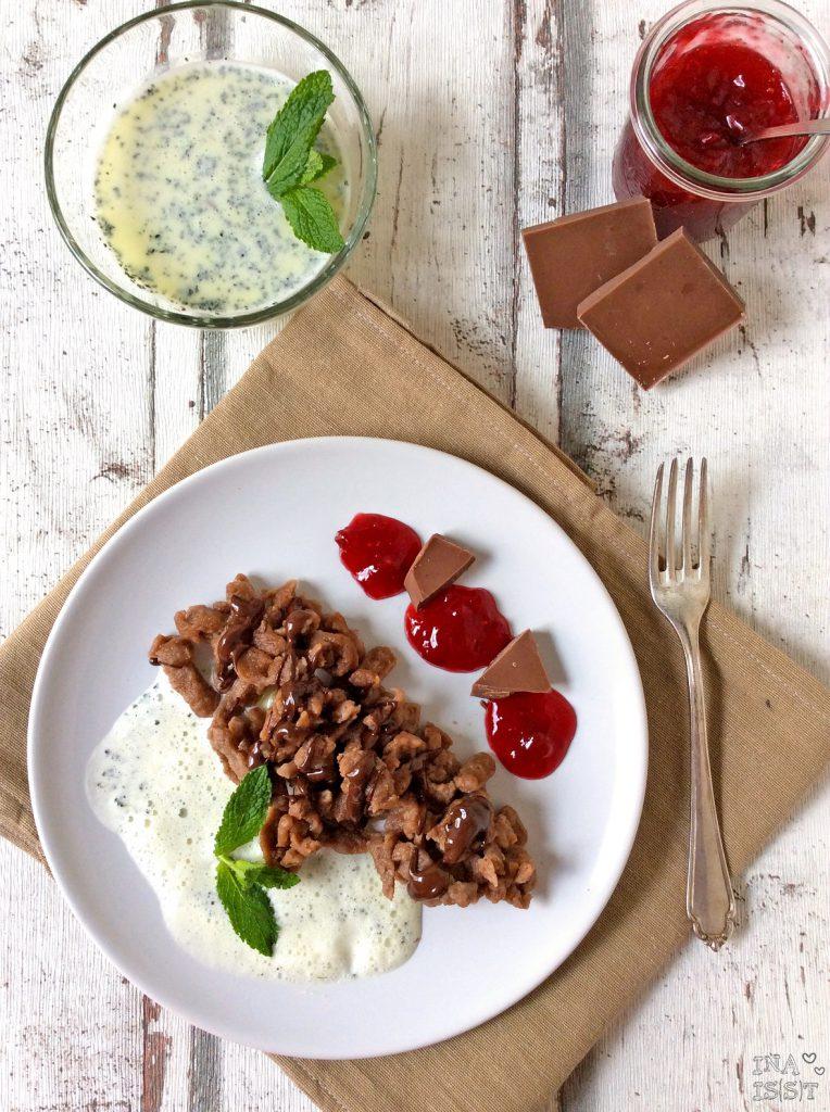 Schokoladenspätzle mit Minzsoße und Himbeerkompott