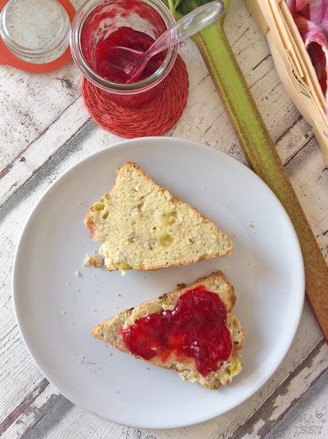 Frühstück im Frühling: Süße Rhabarberscones