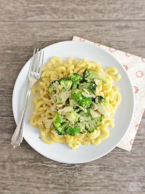 Pasta mit Brokkoli und Mandeln