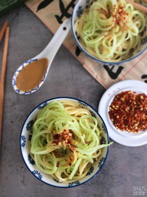 Chinesischer Nudelsalat mit Gurke und Erdnussdressing