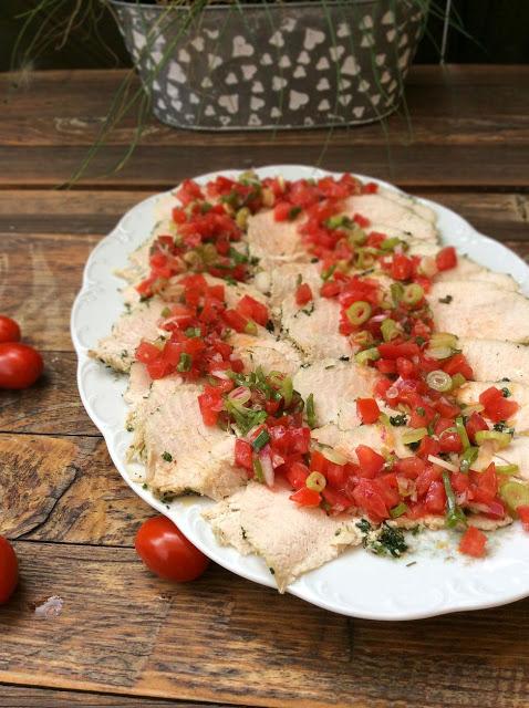 Gekräuterte Putenbrust mit Tomatenvinaigrette