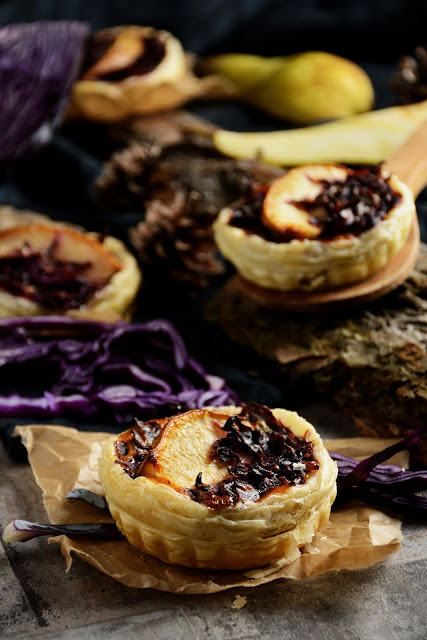 Herbstliche Rotkohl-Tartelette mit Birne - Red cabbage tartlet with pear