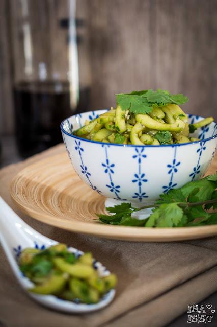 Asiatischer Gurkensalat mit Koriander