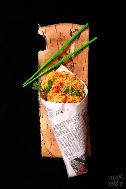 Indonesian European Fusion Streetfood,  Nudelpuffer mit Erdnuss-Paprikasambal