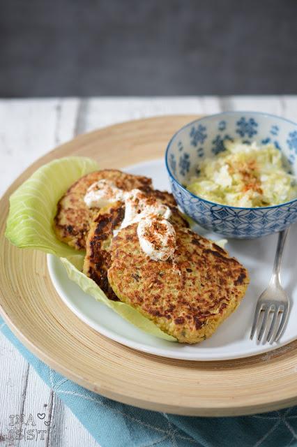 Couscous-Kartoffel-Bratlinge mit Spitzkohlsalat, Couscous potato patties with sweetheart cabbage salad