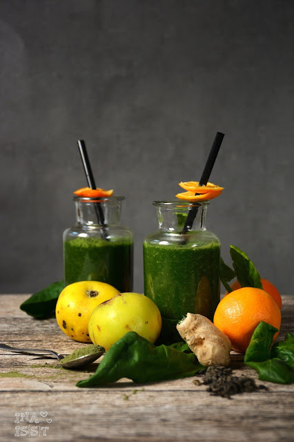 Detox Tee-Smoothie mit Spinat und Mandarine / Detox tea smoothie with spinach and mandarin