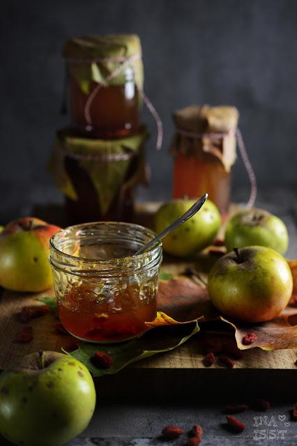 Superfruits im Glas, Apfel-Gojibeeren-Gelee, Superfruits in a jar: Apple Goji Jelly