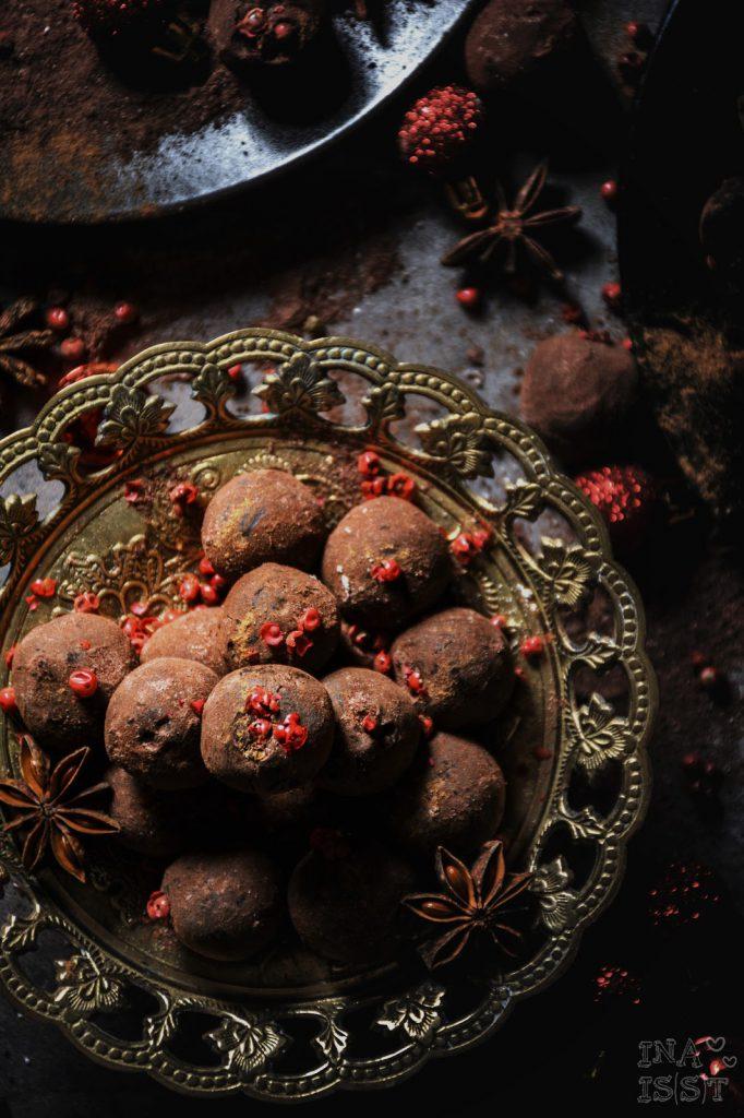 Winterliche Glühwein-Trüffel mit rotem Pfeffer