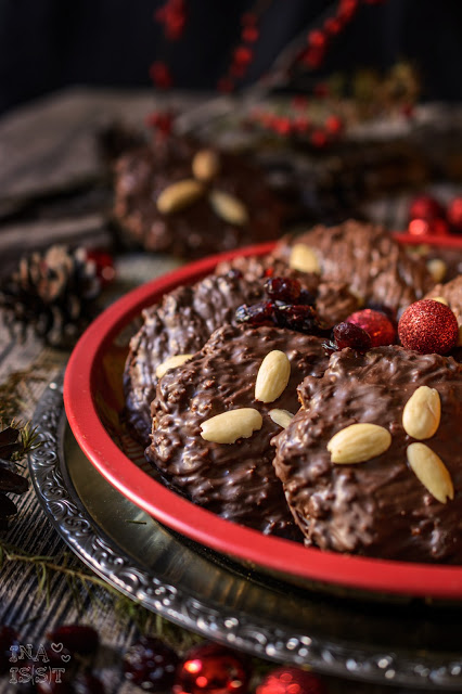 Elisenlebkuchen mit Cranberries /// German lebkuchen with cranberries