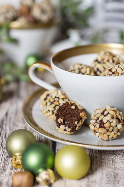Lebkuchen-Trüffel mit Haselnuss, Gingerbread truffles with haselnuts