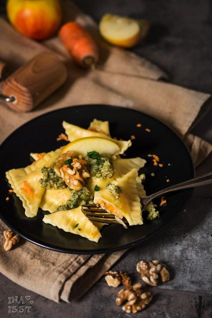 Waldorf-Ravioli mit Walnusspesto, Waldorf ravioli with walnut pesto