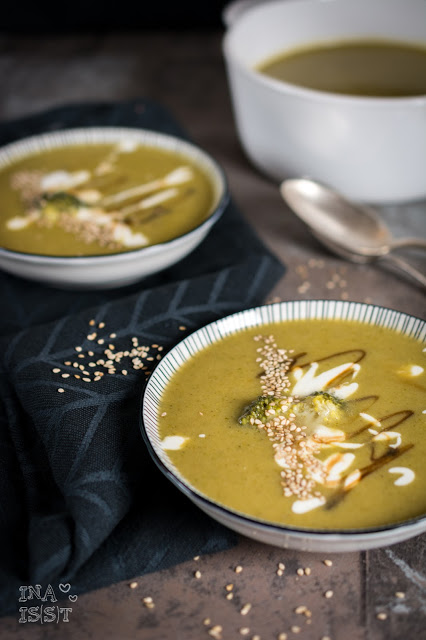 Asiatische Brokkolisuppe mit Sesam / Asian Broccoli Soup with sesame
