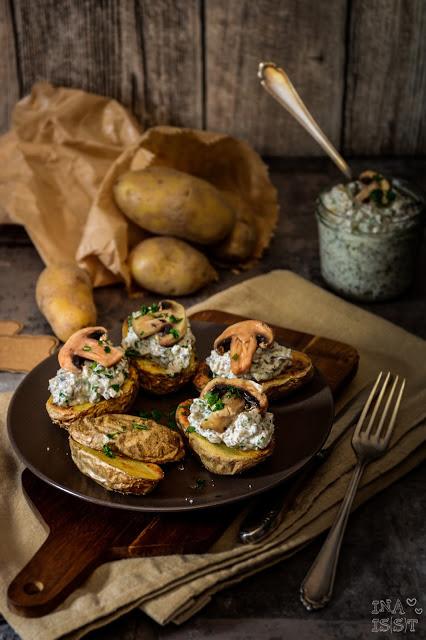 Ofenkartoffel mit Pilzcreme und Petersilie Pilzquark Petersilie Kartoffeln Champignons Kartoffelrezept