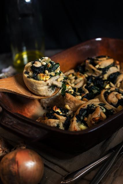 Herzhafte Hefeschnecken mit Spinat und Feta