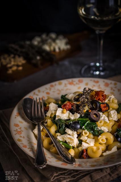 Mediterrane Weißwein-Pasta mit Spinat