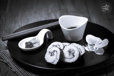 http://joyful-food.blogspot.de/2016/01/sushi-black-and-white.html