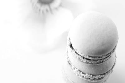 http://zartbitter-und-zuckersuess.de/macarons-kleine-bunte-dingelchen-die-verdammt-gut-schmecken/