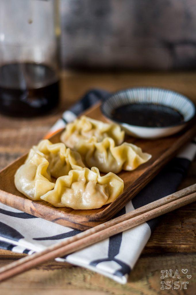 Traditionelle chinesische Jiaozi, gefüllte Teigtaschen, Traditional chinese dumplings