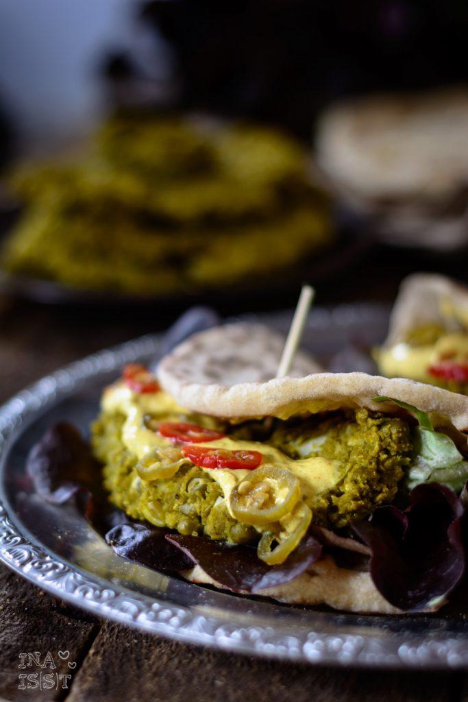 Burger Indian Style, Schneller Naan Burger mit Erbsenpatty
