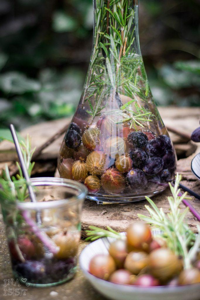 Natural Bubble Tea - Infused Water mit Stachelbeeren, Trauben und Rosmarin