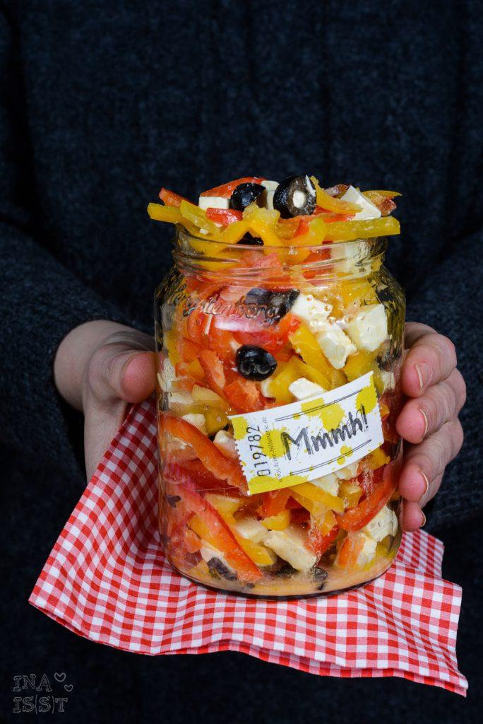 Schneller Paprikasalat mit Feta und Oliven, Essen im Büro