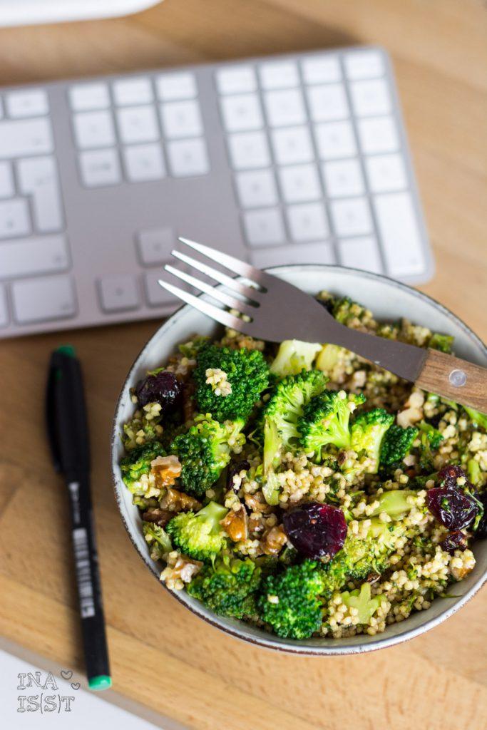 Hirsesalat mit Brokkoli, Walnüssen und Cranberry