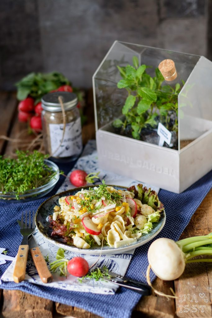 Mit Urban Gardening und Tchibo in den Frühling: Nudelsalat mit Kresse und Mairübe