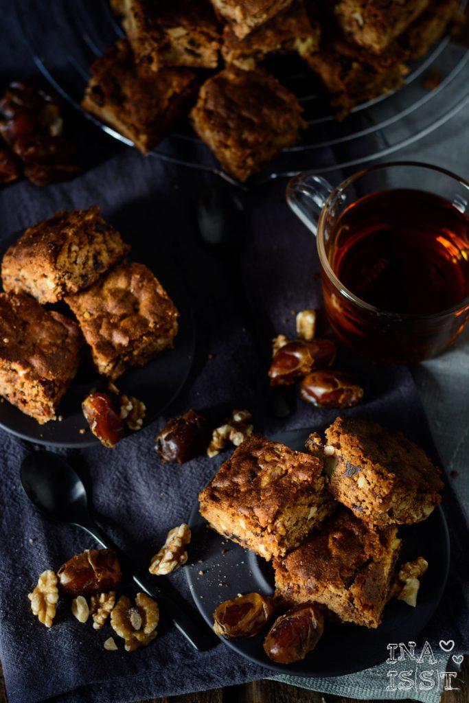 Orientalische Brownies: Dattelkuchen mit Zimt und Walnüssen