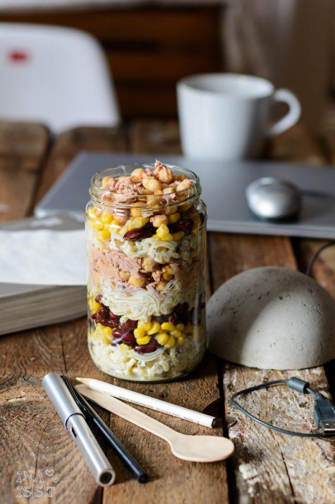 Essen im Büro, Nudelsalat mit Thunfisch Kichererbsen  Mais Kidneybohnen, Büroessen