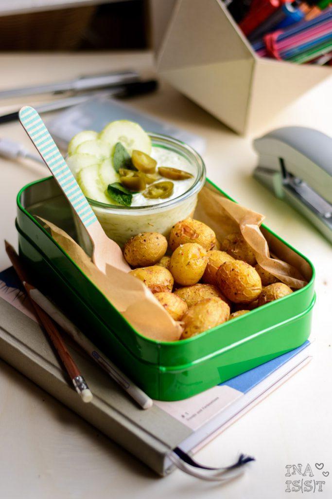 Mini Kartoffeln aus dem Ofen mit Gurken-Jalapeño-Dip