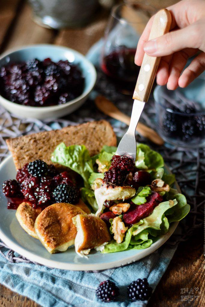 Grill Taler mit Brombeer Chutney und Rote Bete-Walnuss Salat