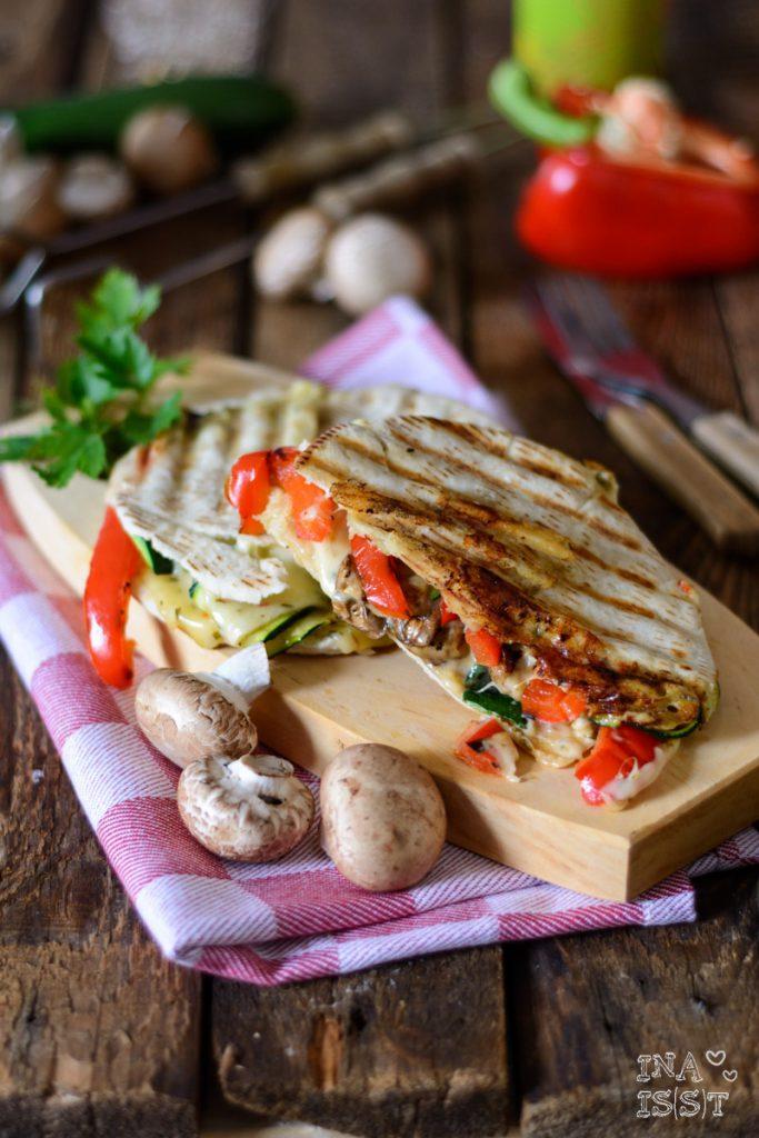 Käse-Panini mit gegrilltem Gemüse