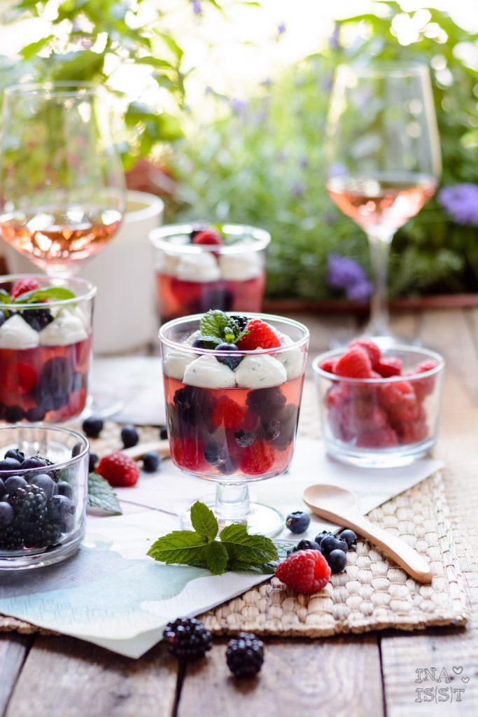 Weingelee mit Beeren, Rosé, Minzcreme, Petula, Sommer, Dessert