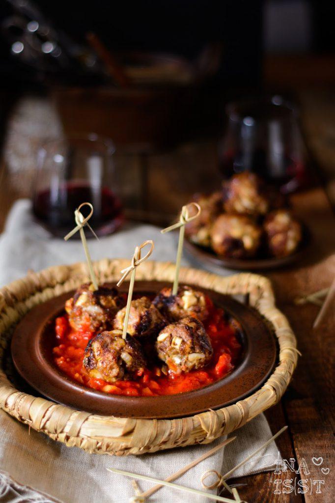 Afrikanische Hackbällchen mit scharfer Tomatensoße