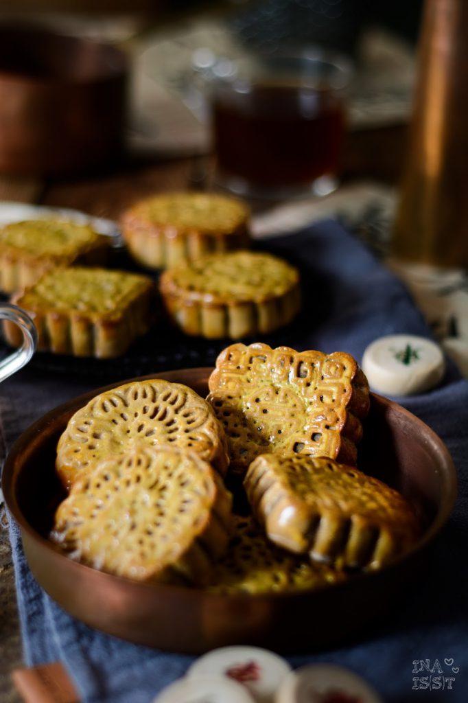 Chinesische Mondkuchen mit roter Bohnenpaste zum Mondfestival, Chinese Mooncakes
