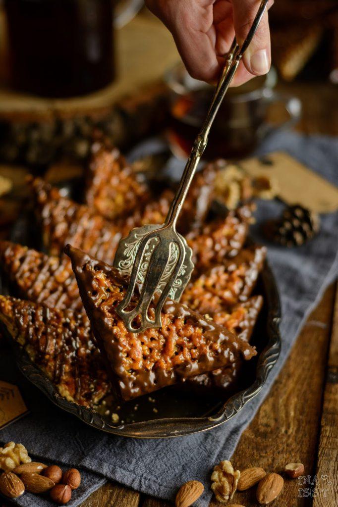 Nussecken mit Waldhonig und Brombeergelee, Nussecken, Rezept
